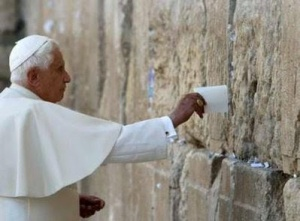 Pope_Benedict_XVI-WailingWall
