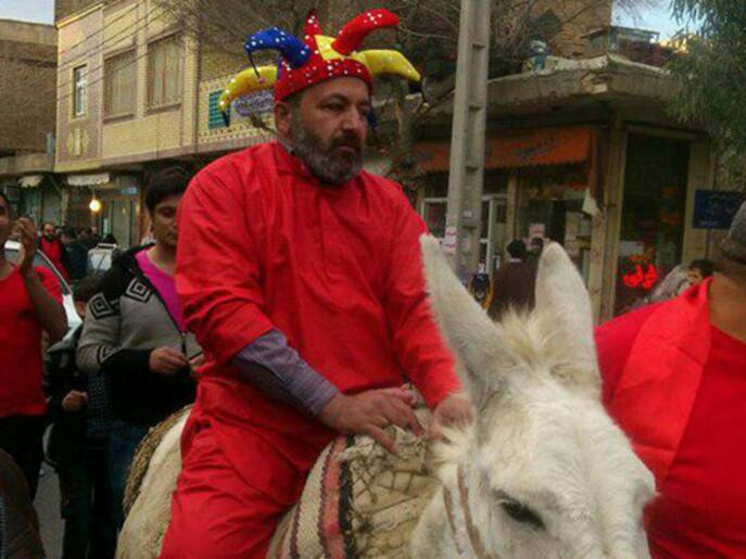 Dressing like clowns and in red is the traditional dress for these lunatics who express joy by wearing red (instead of black in Ashura). On this picture you can see a donkey riding a donkey, these kind of people traditionally encouraged others to curse on the streets.