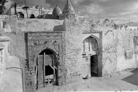 The influence of Islam on Mogadishu and its hinterland led to persian made Islamic-influenced architecture. The building of the Fakr ad Din Mosque in approximately 1268 is an example of the Islamic influenced architecture in Mogadishu. It can be seen in the picture below.